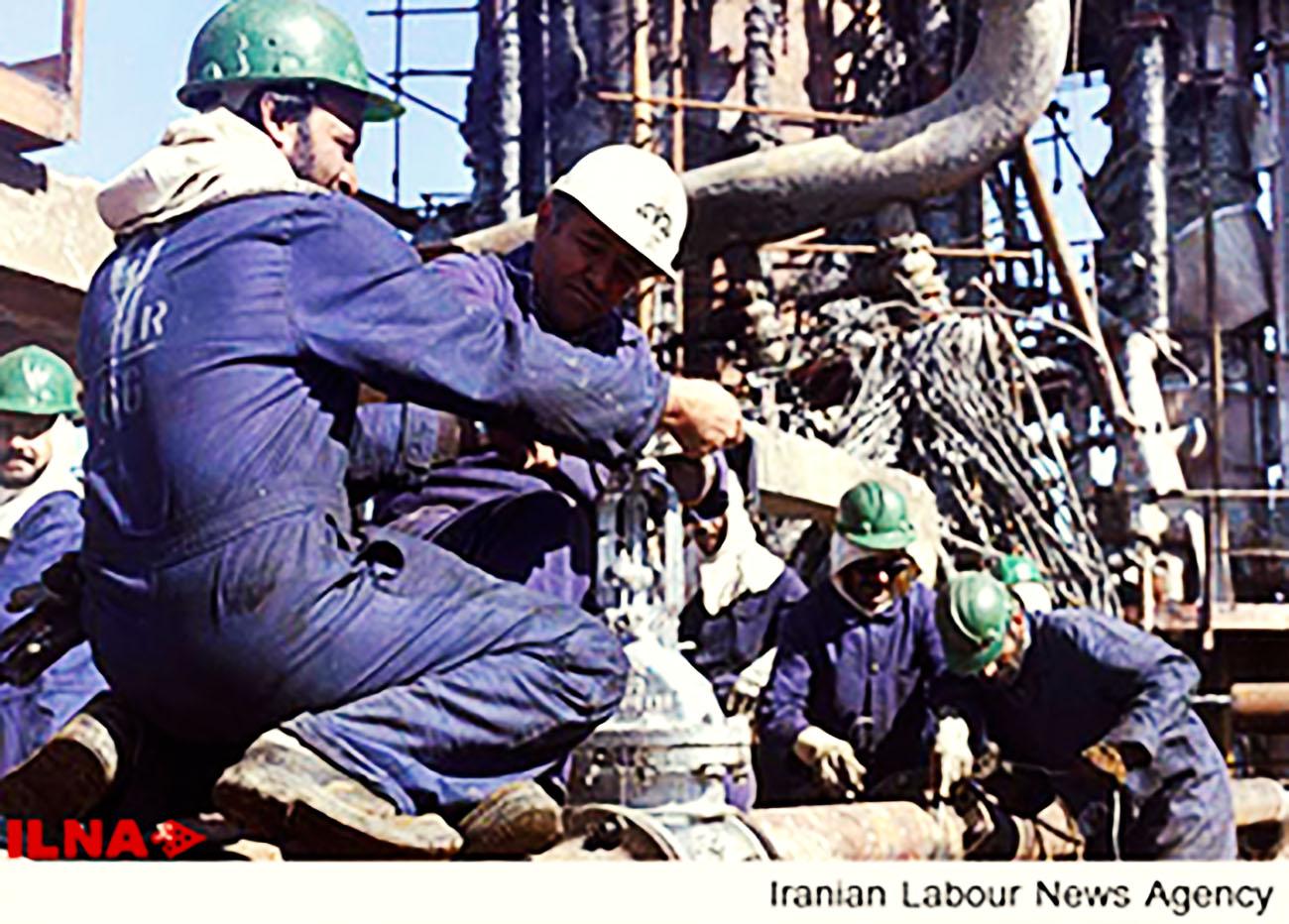 کارکنان قراردادی پتروشیمی امام خبر دادند: خودداری کارفرما از اجرای حکم قضایی
