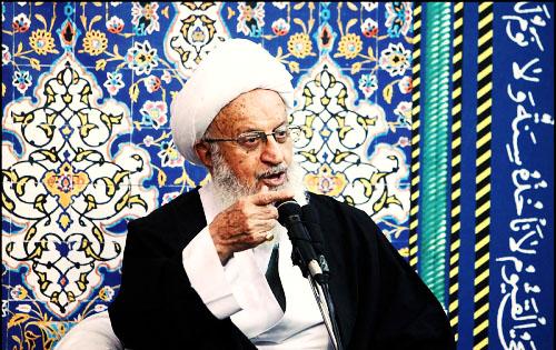 مکارم شیرازی: مسئولان با توهین به مقدسات در شبکههای اجتماعی برخورد کنند