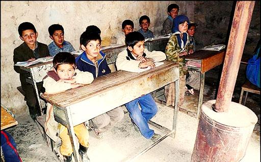 دانشآموزان مدرسه شهید چمران کرمان به دلیل ناتوانی در پرداخت شهریه شلاق خوردند