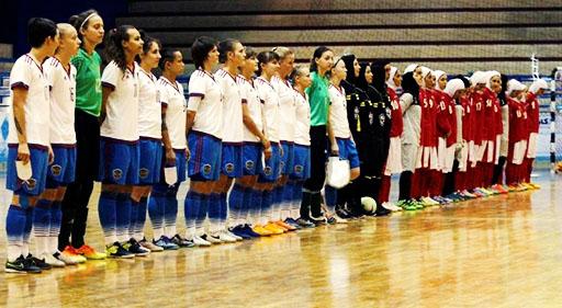 فدراسیون فوتبال از ورود خبرنگاران زن به مسابقه فوتسال زنان ایران و روسیه جلوگیری کرد