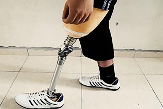 اخراج یک معلول از استخری در تهران به علت نداشتن پا