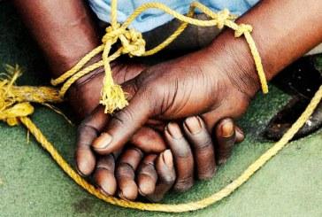همسر یکی از صیادان اسیر در سومالی: پشت گوشی تلفن شوهرم را شکنجه میکنند