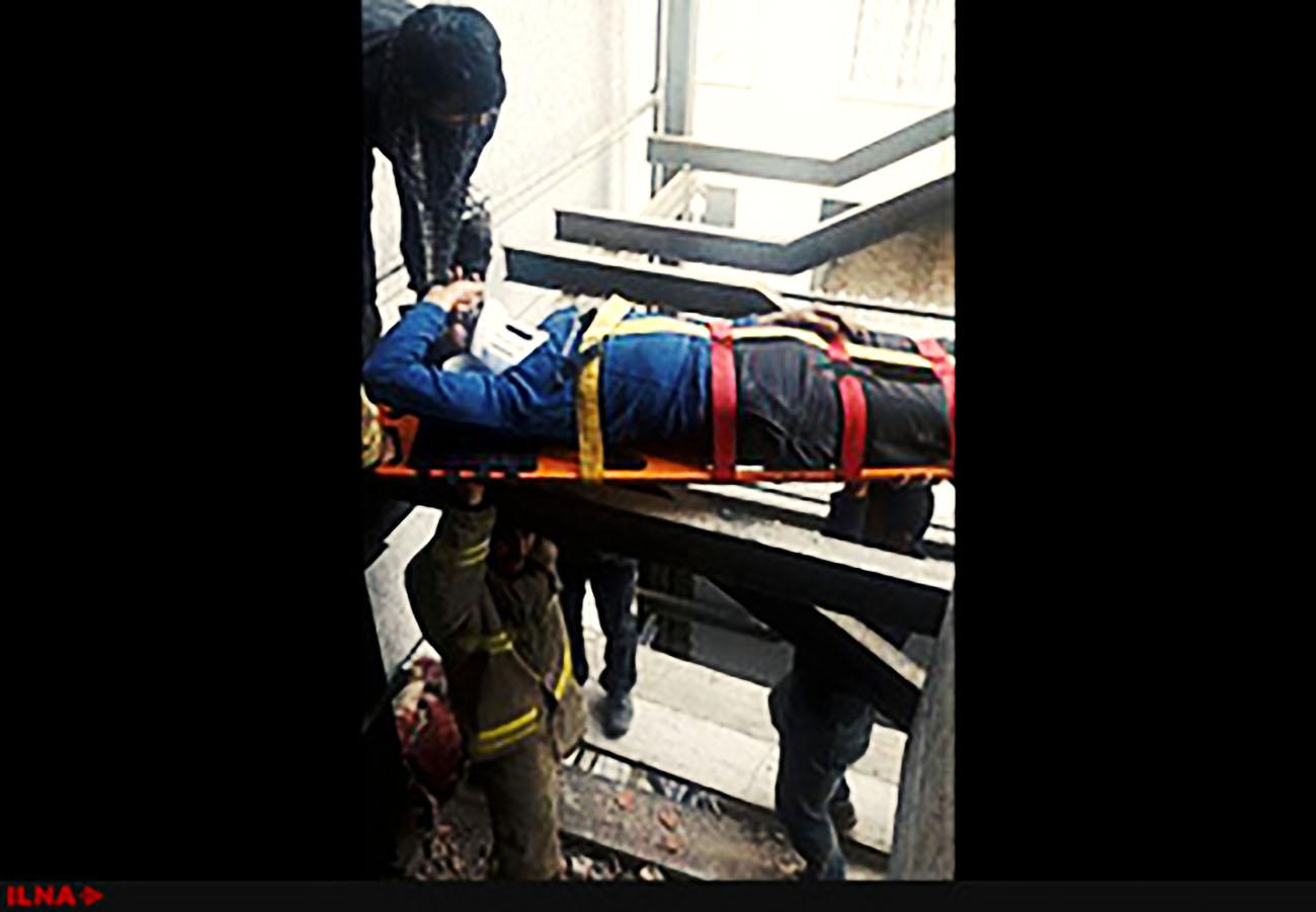 مصدوم شدن یک کارگر جوشکار بر اثر سقوط از ارتفاع