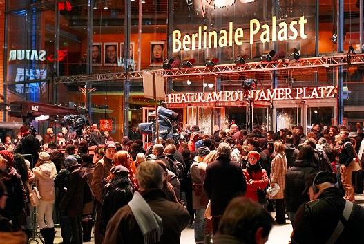 نوش آفرین دستوری مترجم و مشاور نماینده جشنواره فیلم برلین پس از ممنوع الخروجی، به وزارت اطلاعات احضار شد