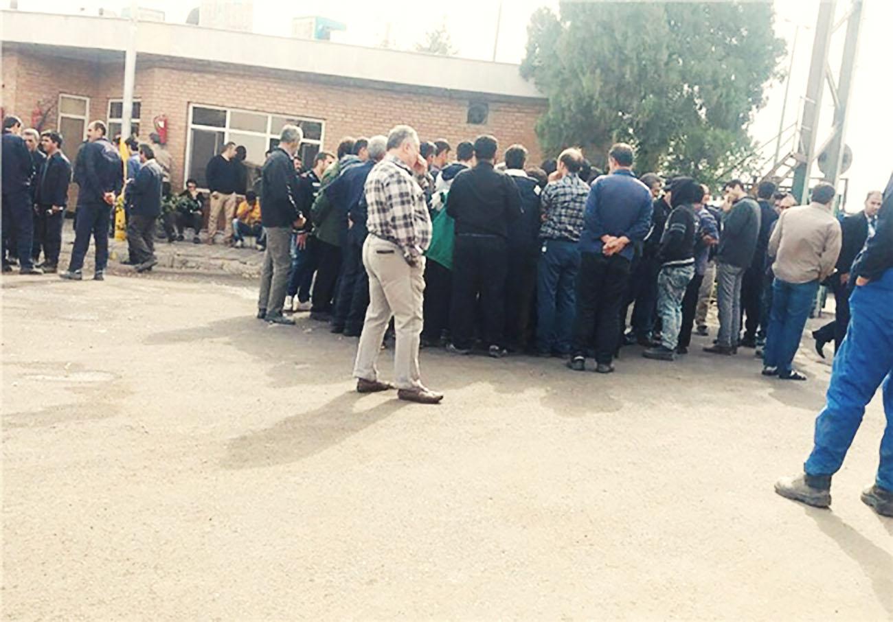 کارگران شیشه قزوین در اعتراض به معوقات مزدی تجمع کردند