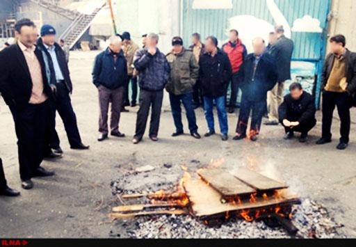 دومین روز تجمع کارگران پارس قو مقابل درب کارخانه