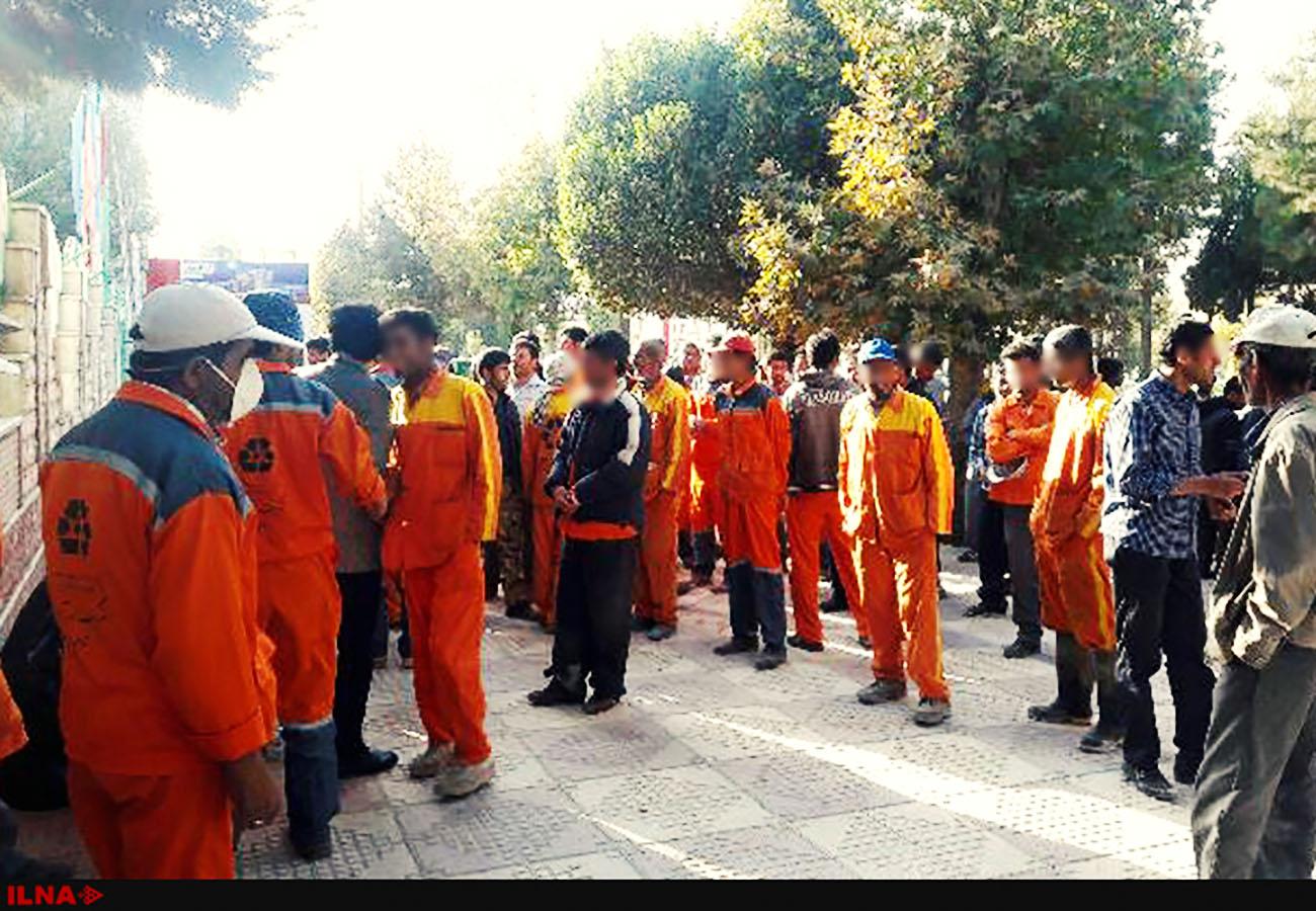 تجمع کارگران شهرداری یاسوج مقابل ساختمان شهرداری