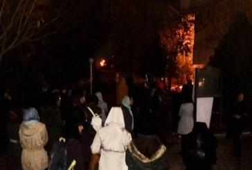 تجمع دانشجویان دختر دانشگاه علامه در اعتراض به تبعیض در ساعت ورود و خروج