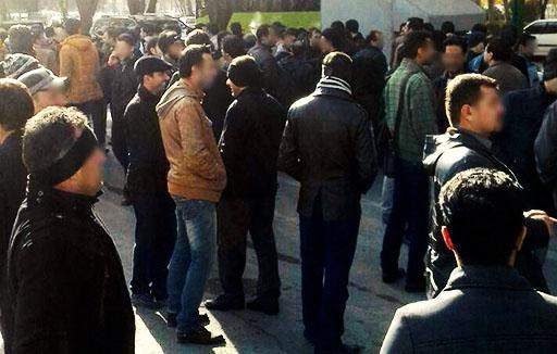 تجمع اعتراضی کارگران اخراجی روغن نباتی جهان در مقابل استانداری زنجان
