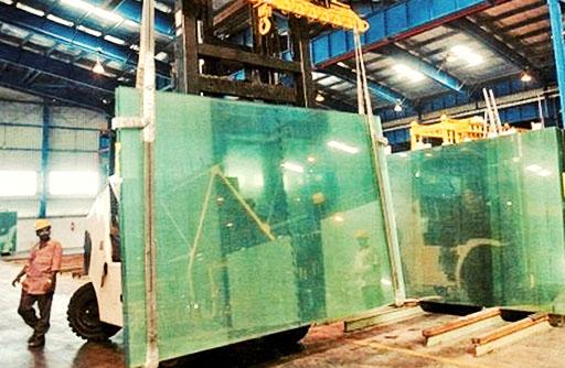 تاخیر چهار تا ششماهه دستمزد کارگران شیشه قزوین/ کارگران قراردادی نگران تعدیل هستند