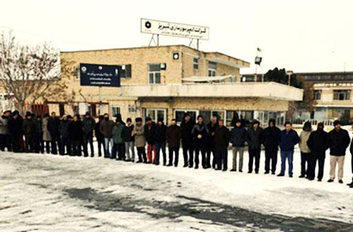 تجمع کارگران کمپروسورسازی تبریز مقابل ساختمان کارخانه