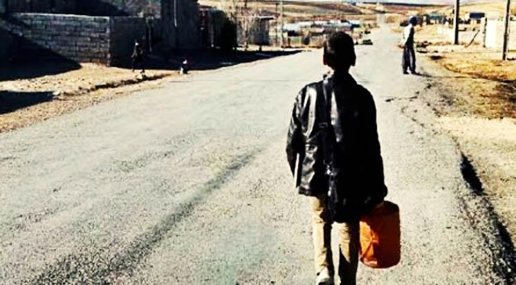 دانشآموزان روستایی در شهرستان دلفان با «پیت نفت» به مدرسه میروند