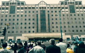 تجمع تعدادی از متقاضیان مسکن مهر و سپردهگذاران موسسه کاسپین مقابل مجلس