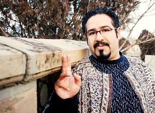 به دلیل انتشار یک عکس؛ بکتاش آبتین، عضو کانون نویسندگان به تبلیغ علیه نظام متهم شد