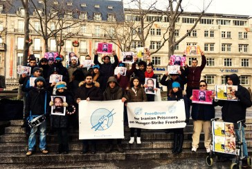 تجمع گروهی از شهروندان در آلمان در حمایت از زندانیان در اعتصاب غذا/ تصاویر