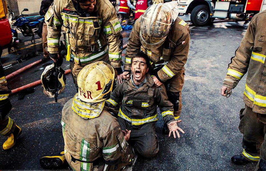 مرگ آتشنشانان در حادثه فروریختن ساختمان پلاسکو/ گزارش تصویری