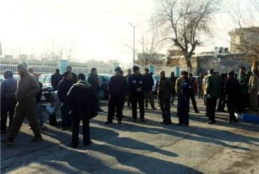تجمع کارگران شهرداری کنگاور مقابل ساختمان فرمانداری