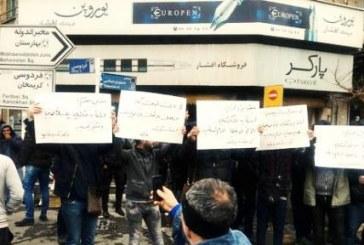 تجمع اعتراضی کسبه پاساژ کویتی در اعتراض به تعطیلی این محل
