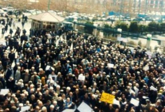 تظاهرات بازنشستگان مقابل مجلس: خط فقر ۴ میلیون، حقوق ما یک میلیون