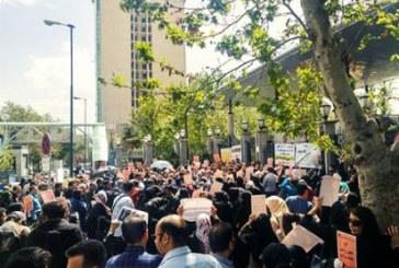 تجمع مال باختگان کفن پوش کاسپین مقابل بانک مرکزی