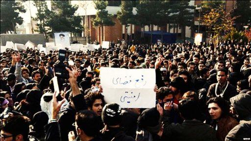 احضار ۵۰ فعال دانشجویی به مراجع قضایی