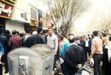 تجمع کسبه و بازاریان سنندج در اعتراض به ضعف مدیریت شهری