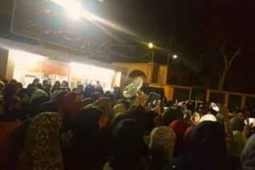 دومین تجمع شبانه دانشجویان دختر دانشگاه اهواز و وعدههای استاندار خوزستان