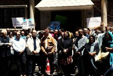 تجمع مستندسازان معترض مقابل خانه سینما
