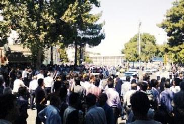 شلیک گاز اشکآور از سوی مأموران انتظامی جهت متفرق کردن کارگران معترض نیشکر هفتتپه