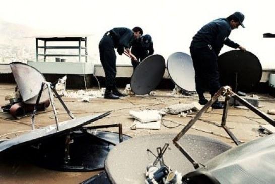 آریاشهر تهران؛ جمعآوری دیشهای ماهواره از سوی مأموران انتظامی ضمن تهدید شهروندان
