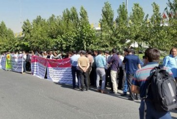 تجمع بیش از ۳۰۰ نفری کلاهزردها مقابل وزارت نیرو