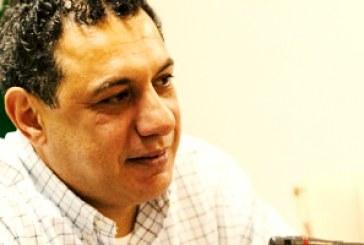 نزار زاکا در اعتصاب غذا به سر میبرد